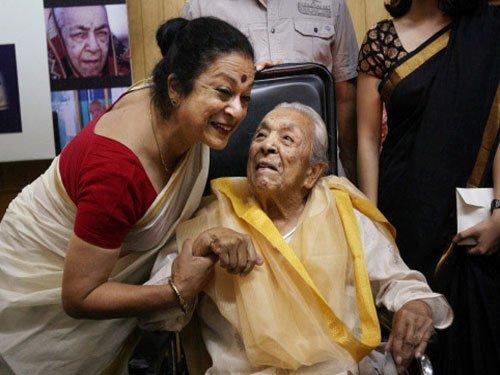 Amitabh, Shah Rukh remember 'spirited', 'naughty' Zohra