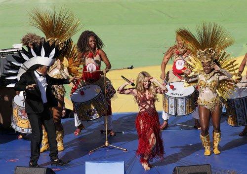 Shakira, Santana and Samba light up WC closing ceremony