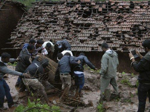 Pune toll touches 70, no survivors found