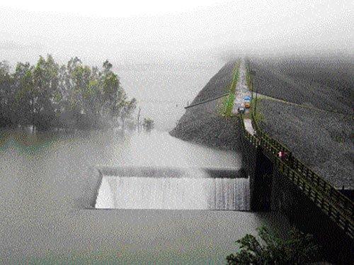 Tungabhadra dam brimming, water released into river