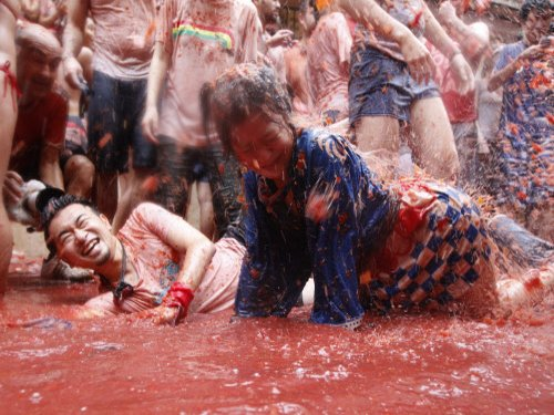Vadodara hosts tomato fight fest, locals fume over 'wastage'