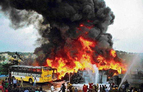 Fire at tyre dumping yard, three buses gutted