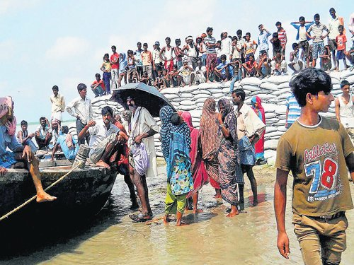 Kosi river flows steady; govt keeps troops ready