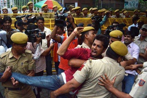 UPSC aspirants continue protest, demand scrapping of CSAT