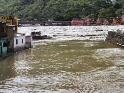 Boat capsizes in Ganga, 17 feared dead