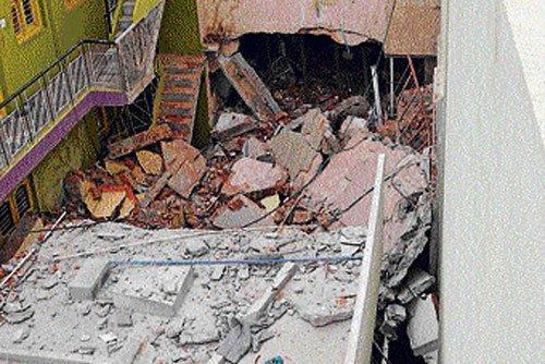 5 injured in cylinder blast