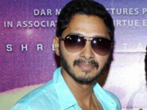 Shreyas Talpade to make 'Poshter Boyz' in Hindi