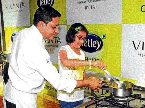 Indian homemakers, amateurs, veteran chefs take cooking online