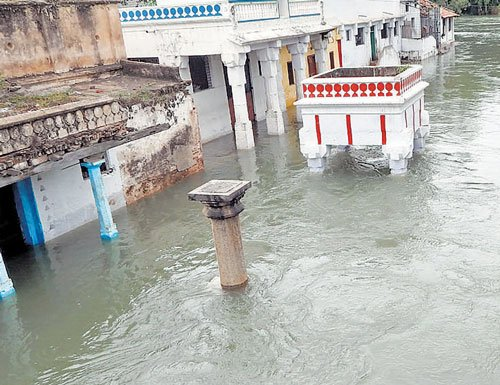 Breach in Hemavathi sub-canal damages crops