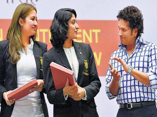 Tendulkar pat for CWG medallists