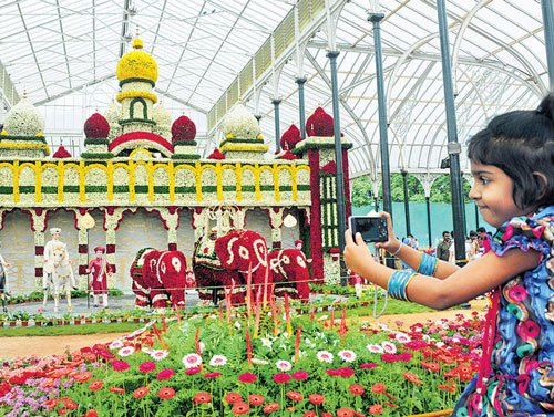 Crowds throng Lalbagh on Day 1