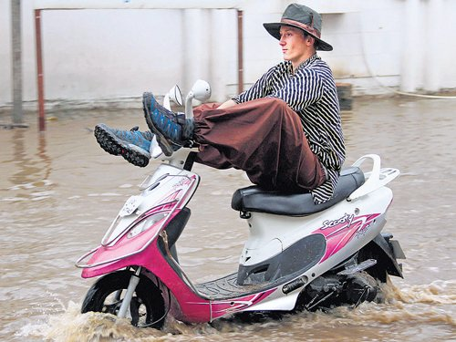 Rain throws life out of gear in Rajasthan