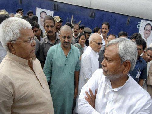 Lalu, Nitish to share dais for Bihar bypolls