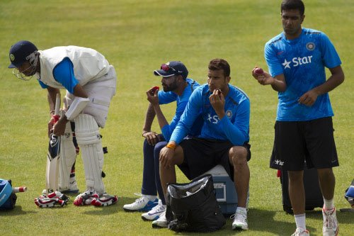 India hope for Oval twist
