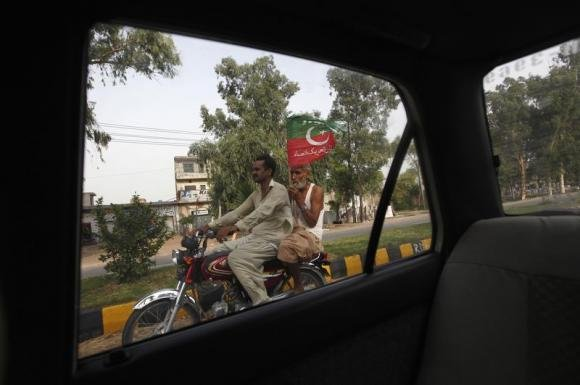 Two anti-government marches arrive in Pakistani capital
