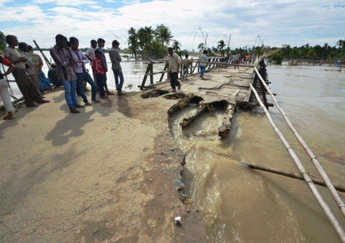 30 lives lost, four lakh displaced in UP floods