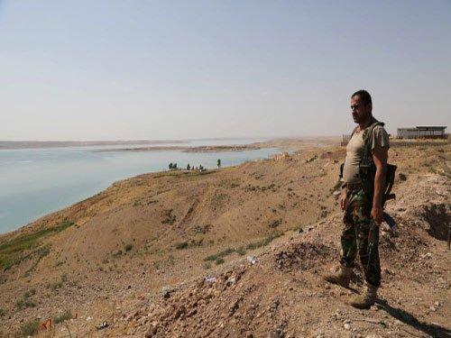 Kurdish forces break IS hold on Iraqi dam