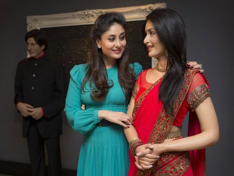 Kareena restyles her wax statue in 'Ra.One' saree