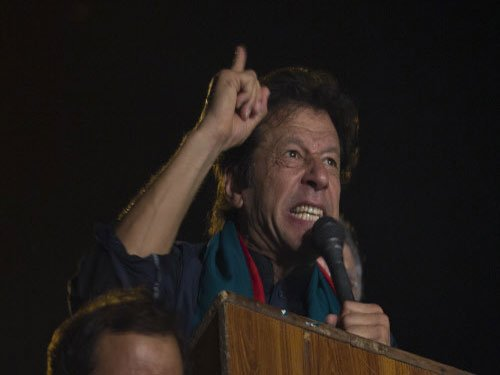 Imran Khan threatens to storm PM House if Sharif refuses to quit