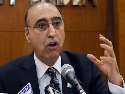 Pak envoy justifies meeting with Kashmiri separatist leaders