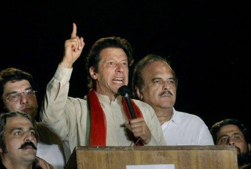 Imran vows to storm PM house; Qadri calls for encircling NA
