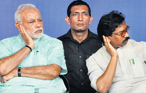 Jharkhand CM faces awkward moments with Prime Minister