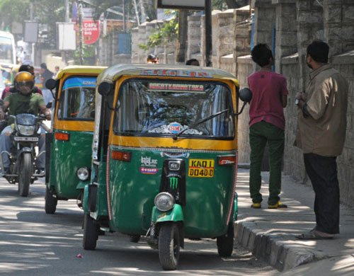 5,165 auto drivers booked for demanding excess fare