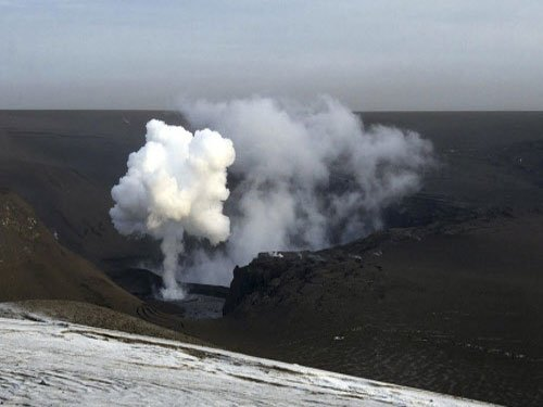 Iceland raises aviation volcano alert to red