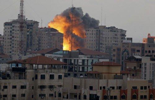 Israeli airstrike levels 7-story building in Gaza