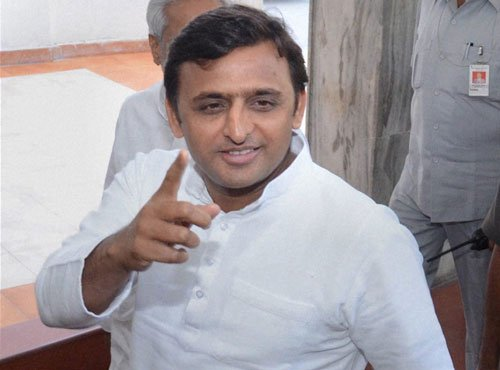 Akhilesh takes jibe at BJP on love-jihad, cites Hema's movie