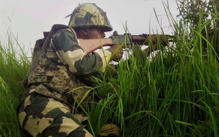 Pak violates ceasefire within hours of flag meeting