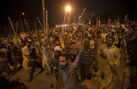 Pressure mounts on Sharif to quit as protests continue