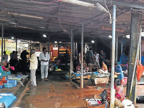 Pathetic condition of Urwa fish market a cause for concern