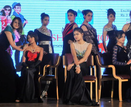 Fashion Show Kicks Off In Resplendent Style Deccan Herald