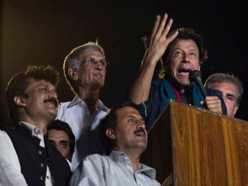 Imran Khan threatens to take Sharif to court for 'lying'