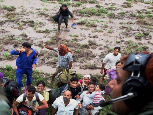 Floods unleash more misery in J-K, PM announces Rs 1000 cr aid