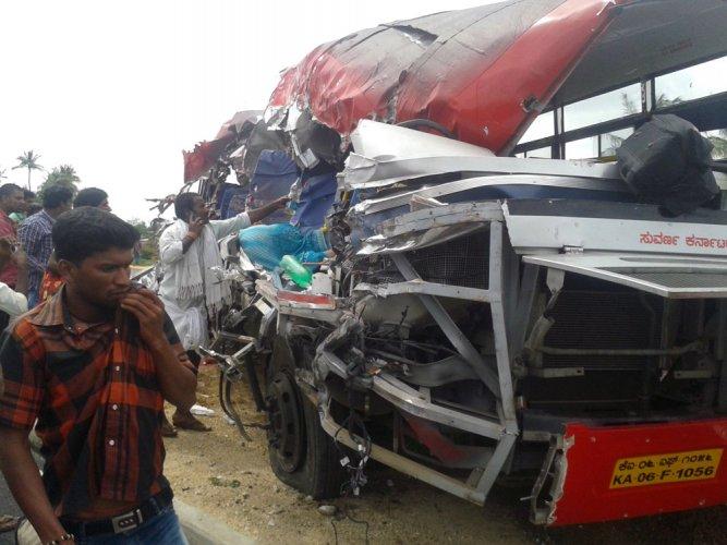 13 killed in bus-lorry smash in Karnataka