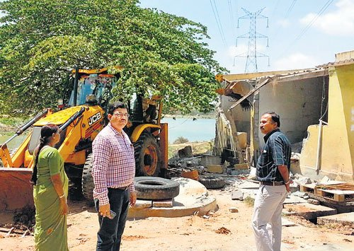 Illegal bungalows, buildings to go down like a pack of cards