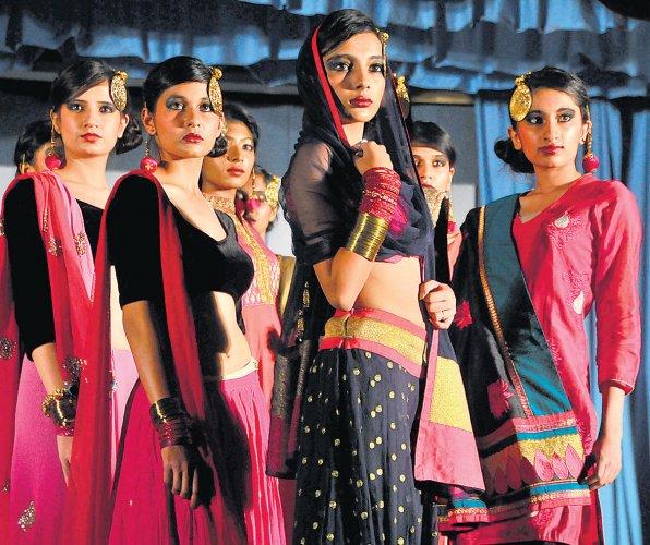 Mcc S Pink Anarkalis Pip Vogue S Aghoris For Top Spot Deccan Herald