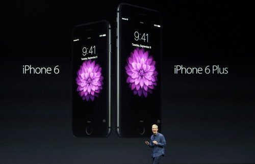Apple: Record 4M orders of iPhones on 1st day