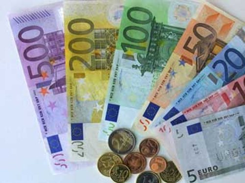 Frenchwoman pays taxes with 30 kilos of small change