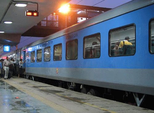 Soon, wake up SMS for Rly passengers
