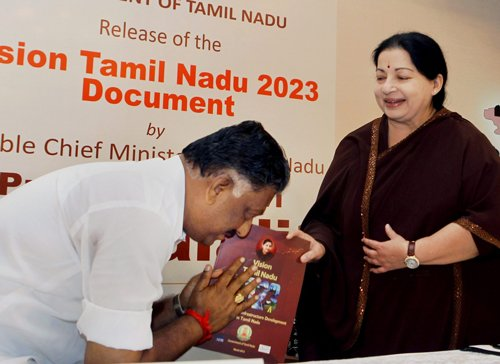Loyal to the core, new TN CM skips Jaya's chambers