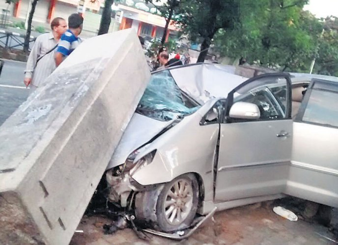 Pillar collapses as car rams it