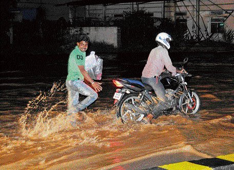 Heavy rains bring traffic to a grinding halt