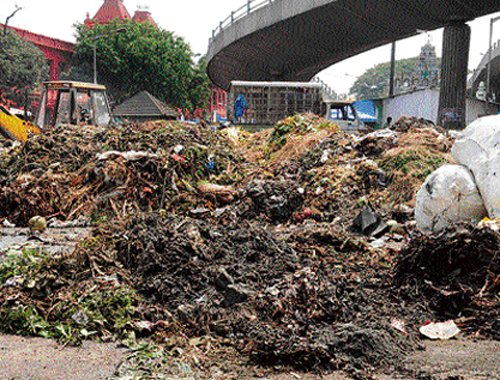Markets turn garbage mounds in City