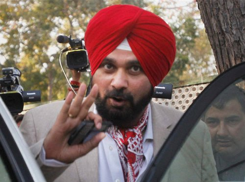 Sidhu attacks Akalis for tying up  with INLD