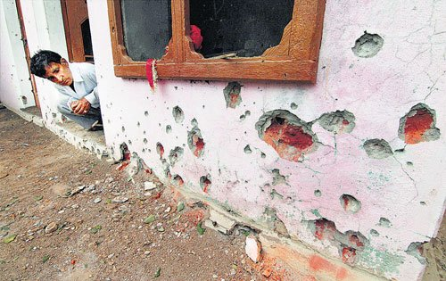 India resorts to massive firing on Pak border