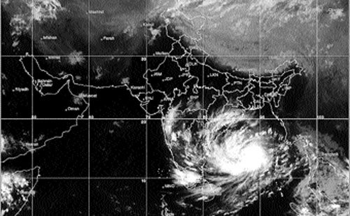 Government gets ready to tackle Cyclone Hudhud