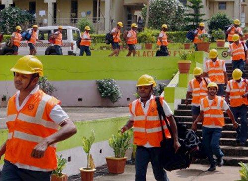 Hudhud roaring in, ready to slam Odisha and Andhra Pradesh
